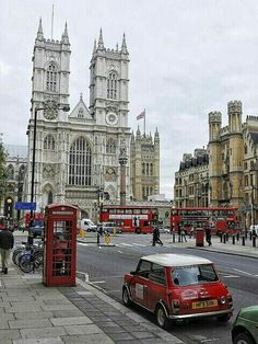 La Abadía de Westminster o Iglesia colegiata de San Pedro de Westminster es una iglesia gótica angelicana del tamaño de una catedral. Es el lugar tradicional para las coronaciones y entierros de los monarcas ingleses. ¡Ven y vive un #BestDay en #Londres! #OjalaEstuvierasAqui