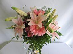 Ramo Variado Tonos Rosas de Floristería Custodia Milla asociada a nuestra web www.flores.apanymantel.com para cubrir a domicilio Torremolinos.