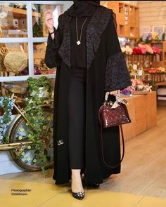 Quaste und Mini Pom Pom Bag Charm – Glory Harris – Join the world of pin Abaya Fashion, Muslim Fashion, Modest Fashion, Fashion Outfits, Fashion Shoot, Hijab Elegante, Abaya Designs Dubai, Burqa Designs, Estilo Abaya