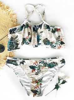 Have some fun in this summer~ We are excited about this Cupshe Leaves Printing Bikini which help you feel the genial sun and breeze. Falbala and low-rise design give you a sweet and charming look. Shop it and you will hit the whole beach!