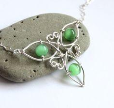 Celtic Knot Triquetra Necklace  Silver Wire por FantasiaElegance, $35.00