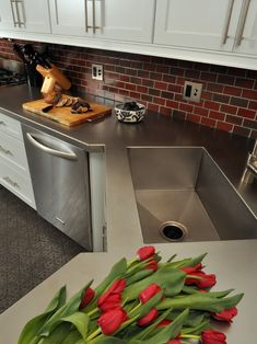 Stainless Countertops // Evanston Kitchen Rehab - contemporary - kitchen - chicago - by Nicholas Moriarty Interiors Stainless Steel Countertops, Stainless Steel Kitchen, Kitchen Countertops, Kitchen Cabinets, Kitchen Sinks, Kitchen Appliances, White Cabinets, Copper Kitchen, Wooden Countertops