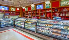 The famous Carlo's Bakery by Cake Boss Buddy Valastro is now open on the Las Vegas Strip. Indulge in his delicious, legendary desserts at The Venetian. Las Vegas Love, Las Vegas With Kids, Vegas Fun, Las Vegas Nevada, Vegas Casino, Excalibur Las Vegas, Las Vegas Vacation, Vacation Ideas, Hotels In Las Vegas