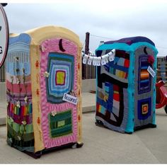 """Yarnbombed porta potty by Sue Caldwell and the patrons of her knitting store """" Lovelyarns """" in Baltimore Maryland . Can't wait for this year Crochet Yarn, Knitting Yarn, Yarn Crafts, Diy Crafts, Graffiti, Extreme Knitting, Crochet Christmas Decorations, Knit Art, Yarn Bombing"""
