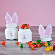 With these Easter crafts for adults, you'll have the perfect way to share some sweets on Easter. You can fill these Easter crafts with jelly beans and nestle them in your children's Easter baskets for a special surprise they'll love! Kids Crafts, Easter Crafts For Adults, Adult Crafts, Diy Arts And Crafts, Toddler Crafts, Crafts To Do, Easter Ideas, Pot Mason Diy, Mason Jar Crafts