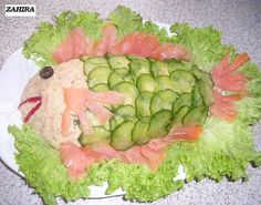 Een heerlijke zalmsalade met aardappelen!! Kook de aardappel en pureer deze en laat afkoelen. Kook de wortels beetgaar en laat afkoelen. Mix in de keuken machine de cornichons fijn en daarna de wortels. Fish Recipes, Avocado Toast, Tapas, Sushi, Watermelon, Bbq, Food And Drink, Fruit, Breakfast