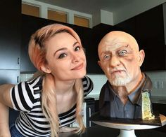 You've never seen Mike Ehrmantraut from Breaking Bad and Better Call Saul like this before. For this eerily-realistic cake, Mike shows his sweeter side. Buddy Valastro, Pretty Cakes, Beautiful Cakes, Amazing Cakes, Cake Pops, Rachel Ray, Willie Nelson, Bolo Breaking Bad, Texas Cake House