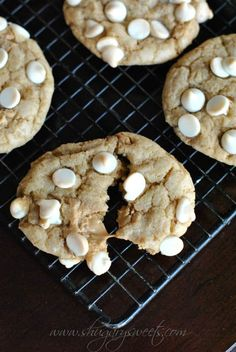 Biscoff White Chocolate Cookies: soft and chewy cookies with homemade Biscoff morsels Mitchell Mitchell Wang Sweets Biscoff Recipes, Baking Recipes, Cookie Recipes, Dessert Recipes, Yummy Treats, Delicious Desserts, Sweet Treats, Cookies Soft, Biscoff Cookies