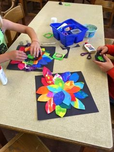 Painted paper flowers, grade spring art projects, class art projects, t Class Art Projects, Spring Art Projects, Collaborative Art Projects, Jr Art, 4th Grade Art, Art Lessons Elementary, Painted Paper, Art Classroom, Art Plastique