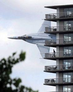 :: F18 Super Hornet | Low Pass Apartments ::