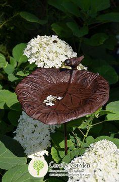 Поилка для птиц «Лист лопуха» Esschert Design.Оригинальный садовый декор – поилка для птиц органично впишется в любой уголок сада – цветник, огород, лесной уголок.