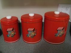 A few pictures of my vintage red kitchen goodies.