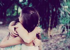 Amizade verdadeira é assim. Ama sem cobrar, nem precisa que seja recíproco. A amizade na íntegra, apenas sente o querer bem, sempre. Só se ama e ponto! Na verdade... a verdadeira amizade, é uma outra forma disfarçada do amor.