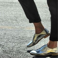 Ways to Wear Flashy Metallic Flats 25 Ways to Wear Metallic Flats - metallic oxford shoes Metallic Brogues, Metallic Shoes, Silver Shoes, Silver Brogues, Shiny Shoes, Oxford Shoes Outfit, New Shoes, Flat Shoes, Oxford Flats