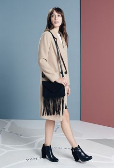 Laura Jackson wears the camel coat, fringed bag and heeled chelsea boots. #UpMyStreet