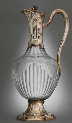 Konev na víno * krásně broušené sklo se zlacenou nálevkou a rukojetí zdobené rytými vavřínovými listy * Paříž r.1890.