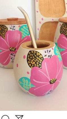 Pottery Painting Designs, Paint Designs, Easy Crafts, Diy And Crafts, Pots D'argile, Painted Plant Pots, Plant Projects, Cool Mugs, Begonia