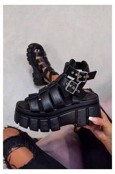 Platform Sandals Chunky, Chunky Shoes, Chunky Sandals, Platform Shoes, Black Sandals Outfit, Sandals Outfit Summer, Summer Shoes, Jordan Shoes Girls, Dream Shoes