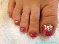 glitter toe nails (minus the stuff on the big toe)