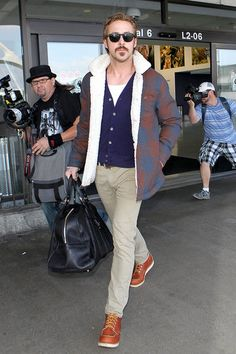 "Ryan Gosling, while shooting ""The Nice Guys. Ryan Gosling Style, Ryan Gosling Fashion, Love Fashion, Mens Fashion, Fashion Tips, Fashion Design, Red Wing Boots, Best Dressed Man, Moda Casual"