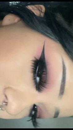 Makeup Eye Looks, Eyeliner Looks, Creative Makeup Looks, No Eyeliner Makeup, Eyeshadow Looks, Pretty Makeup, Skin Makeup, Punk Makeup, Gothic Makeup