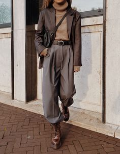 Pixie Market Oversized Blazer The Bazilika Cashmere Turtleneck Sweater Pixie Market Trousers Arket Leather Belt Nehera Leather Belt Bag Jonak Leather Boots Trend Fashion, Look Fashion, Autumn Fashion, Fashion Tips, Fashion Ideas, Guy Fashion, Student Fashion, Fashion Spring, Timeless Fashion