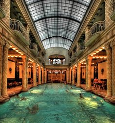 The famed Budapest's bath was made between 1912 and 1918 and it features chic Art Nouveau style. The temperature of water exceeds 40°C (110°F). www.urbanrambles.com