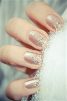 ESSIE_Buy me a cameo nail polish with glitter gradient #NYE #Nails