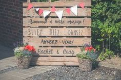 DIY palettes, pennants, flowers, wedding diypalettes diypalettes flowers palettes pennants wedding is part of Wedding decorations - Wedding Signs, Diy Wedding, Wedding Flowers, Dream Wedding, Wedding Day, Handmade Home, Wedding Planner, Wedding Decorations, Reception