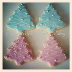 Love the way these are decorated. Gender Reveal Food, Gender Reveal Cookies, Twin Gender Reveal, Baby Shower Gender Reveal, Baby Gender, Christmas Baby, Christmas Themes, Christmas Cookies, Christmas Gender Reveal