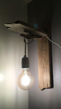 Lampe laget av drivved
