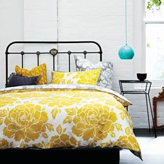 AURA Peony Saffron bedlinen. Dim the lights and turn up the sheets for a blazing bouquet of blossom. Glowing with colour, Peony is a glorious reminder that big prints and bold ideas are as cool now as ever they were. And yet, lurking in reverse, is the restful hush of Pebble Grey. So, be loud or quiet at will.