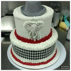 University of Alabama cake Alabama Grooms Cake, Alabama Cakes, Football Cupcake Cakes, College Graduation Cakes, Graduation Celebration, Graduation Ideas, Fire Fighter Cake, Football Snacks, House Cake