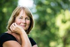 La ménopause, un processus naturel caractérisé par l'arrêt des menstruations, est généralement marquée par l'apparition de plusieurs symptômes, notamment les bouffées de chaleur. Inconfortables, les bouffées de chaleur se traduisent par une sensation de chaleur plus ou moins intense et souvent localisée au niveau du cou ou du visage, des rougeurs et des sueurs. Près de 75% des femmes en Europe et en Amérique du Nord souffrent de bouffées de chaleur dès l'installation de la ménopause¹. Il est…