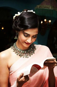 These Hairstyle look of Sonam Kapoor ar collected from all totally different events of 2015 in Bollywood every so sometimes, her approach gets a petite individual, save for you\'ve got ought to be . Bollywood Celebrities, Bollywood Fashion, Bollywood Style, Bollywood Actress, Indian Attire, Indian Outfits, Indian Clothes, Indian Wear, Sonam Kapoor Hairstyles