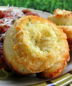 Garlic Roll Cupcakes - I could eat the whole pan! Garlic Roll Cupcakes - I could eat the whole pan! Think Food, Love Food, Garlic Rolls, Garlic Bread, Garlic Butter, Garlic Cheese, Garlic Parmesan, Bread Recipes, Cooking Recipes
