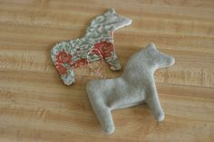 Sew some dala horses for the Christmas tree or one's lapel (tips)