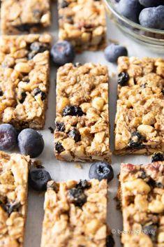 Date Granola Bars, Healthy Granola Bars, Homemade Granola Bars, Healthy Bars, Healthy Vegan Snacks, Protein Snacks, Healthy Eating, Blueberry Oatmeal Bars, Vegan Oatmeal