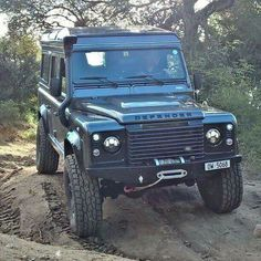 Land Rover Defender 110 Td4 Sw Se customized Twisted ICON extreme experience adventure. Lobezno.