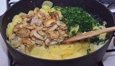 Картошка с грибами и сметаной в духовке