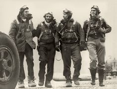 A great picture of early pilots all ready for another flight!