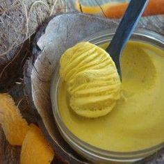 """Ce baume fondant """"Nutrition intense"""" aux huiles de Carotte, Coco et au beurre de Karité est une véritable cure réparatrice pour les peaux sèches et abîmées ainsi que pour les mains et les pieds gercés."""