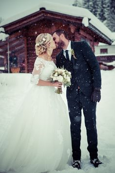 Shannon & Charl's snowy destination wedding in Austria was like a Disney fairytale come true! From the intimate ceremony in the snow to the cosy candlelit reception, this is one that'll have you reaching for your skis!