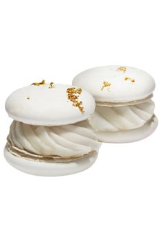 white and gold macarons. Macaroons, Macaron Cookies, French Patisserie, French Pastries, Brunch, Pavlova, Mini Cakes, Plated Desserts, Let Them Eat Cake