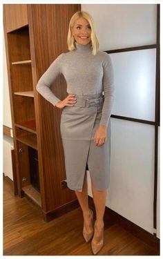 Holly Willoughby's grey leather skirt is a big hit on This Morning Office Fashion Women, Work Fashion, Fall Fashion, Style Fashion, Faux Leather Skirt, Grey Leather, Leather Skirts, Leather Leggings, Leather Skirt Outfits