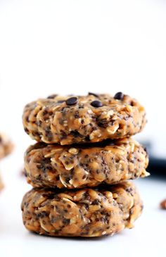 These no-bake breakfast cookies are easy to make, healthy, packed with protein and simply delicious. They can be whipped up in less than 5 minutes and stored for up to two weeks. Healthy Sweet Snacks, Nutritious Snacks, Healthy Breakfast Recipes, Healthy Baking, Healthy Desserts, Healthy Recipes, Healthy Cookies, Baking Snacks, Healthy Food
