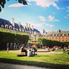 Place des Vosges in Paris, Île-de-France. Good walk in the Jewish Quarter.