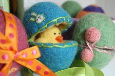 Wet Felting Easter Eggs | Free Felting Pattern & Tutorial | LIVING FELT Blog!