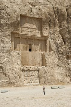 The tomb of Xerxes I at Naqsh-e Rustam archeological site, Fars, Iran (by kamshots).