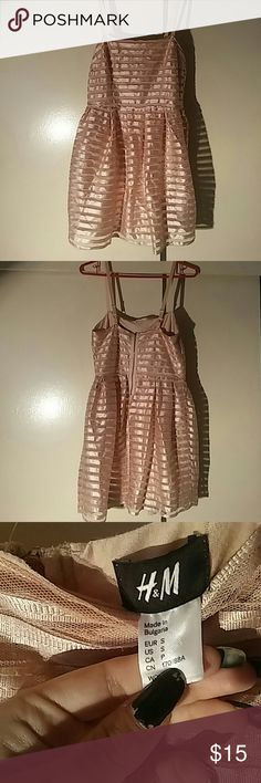 Pink H&M Dress Super cute dress in a dusty rose colour. It has adjustable elastic straps and a zipper on the back. Size: S. Feel free to ask any questions(: H&M Dresses